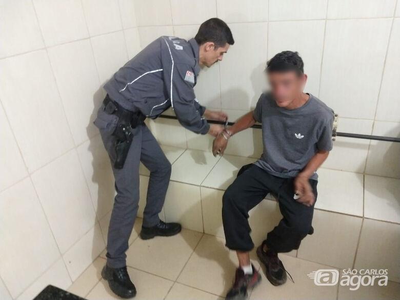 Homem é preso com pedras de crack no bolso na Vila Pureza - Crédito: Luciano Lopes/São Carlos Agora