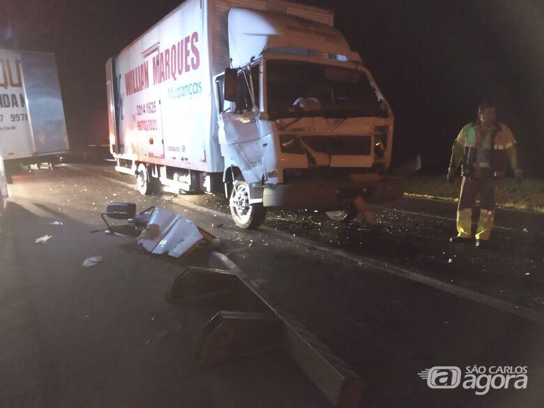 Caminhão bate na traseira de outro na Washington Luiz - Crédito: Luciano Lopes/São Carlos Agora