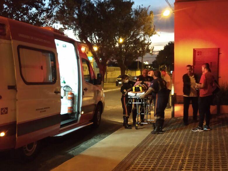 Ônibus colide em caminhão e idosa de 66 anos - Crédito: Luciano Lopes/São Carlos Agora