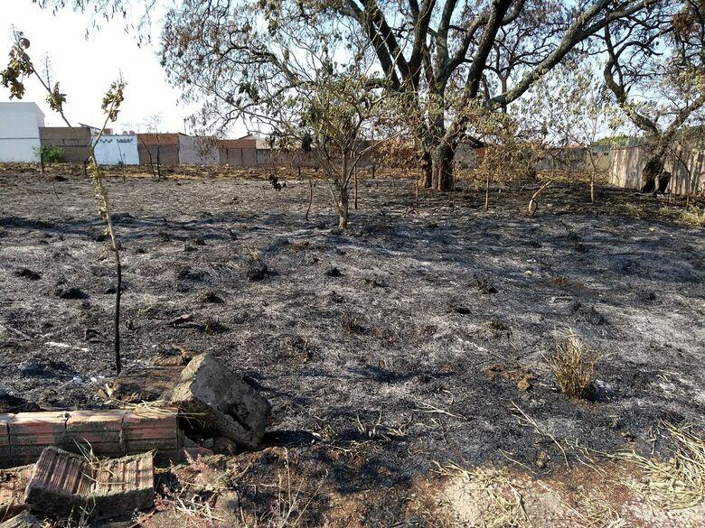 Prefeitura alerta sobre cuidados com incêndios provocados em terrenos - Crédito: Divulgação