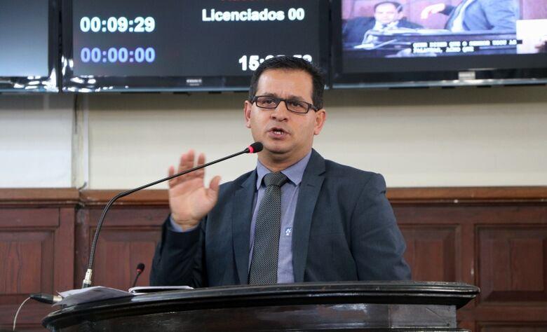 Vereador Roselei questiona sobre falta de medicamentos de alto custo e itens de atenção básica na rede de saúde - Crédito: Divulgação