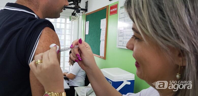 São Carlos ainda tem 2.500 doses da vacina contra a gripe para a população em geral -