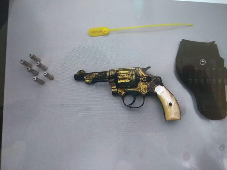 Idoso é detido com arma de fogo ilegal em Ibaté - Crédito: Divulgação