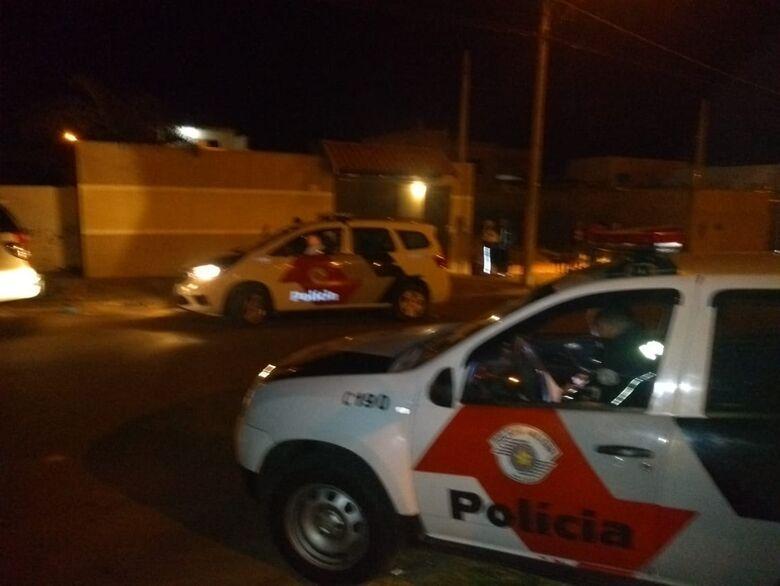 PM e Fiscalização apreendem drogas e paralisam festa irregular de adolescentes no Jardim Embaré -