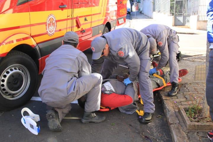Homem embriagado fica ferido após cair na rua - Crédito: Marco Lúcio