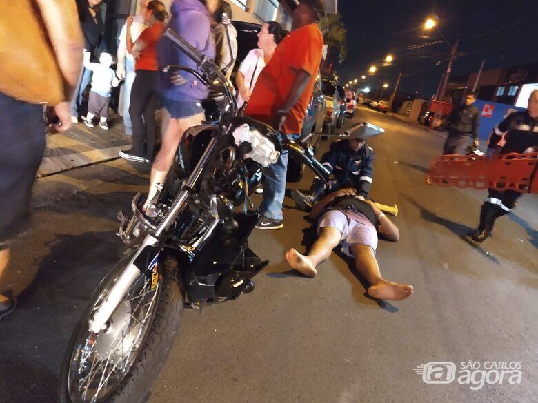 Irmãos ficam feridos em colisão entre moto e carro na Vila Marcelino - Crédito: Luciano Lopes