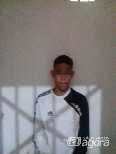 Jovem é detido por tráfico de drogas em Ibaté - Crédito: Luciano Lopes