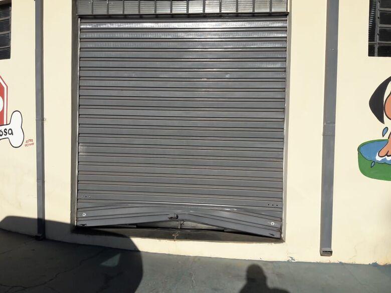 Ladrões furtam duas lojas durante a madrugada - Crédito: Maycon Maximino