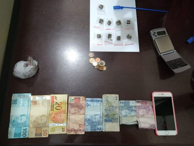 Trio é detido por tráfico no Santa Felícia - Crédito: Luciano Lopes