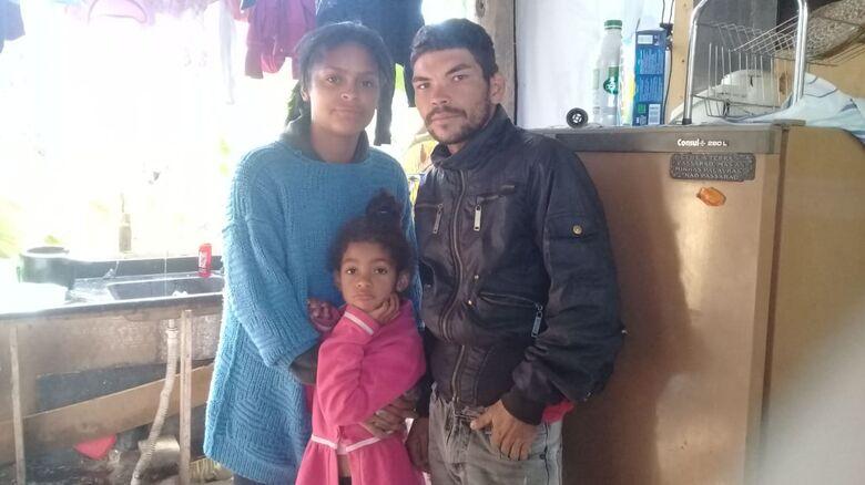 Família de recicladores passa fome e frio; sem condições, pedem ajuda em corrente do bem - Crédito: Marcos Escrivani