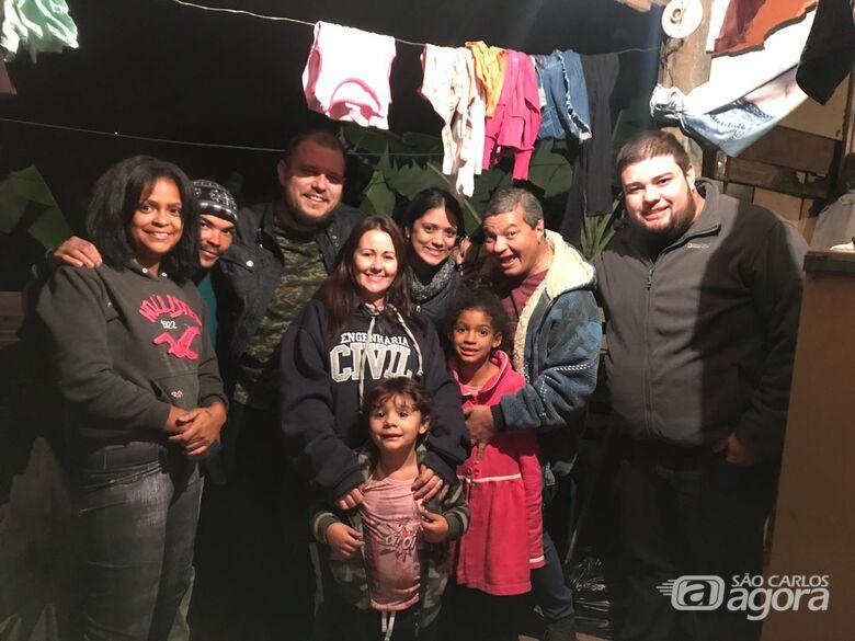 Após campanha do SCA, família de recicladores ganha casa e população de São Carlos superlota barraco de alimentos - Crédito: Divulgação