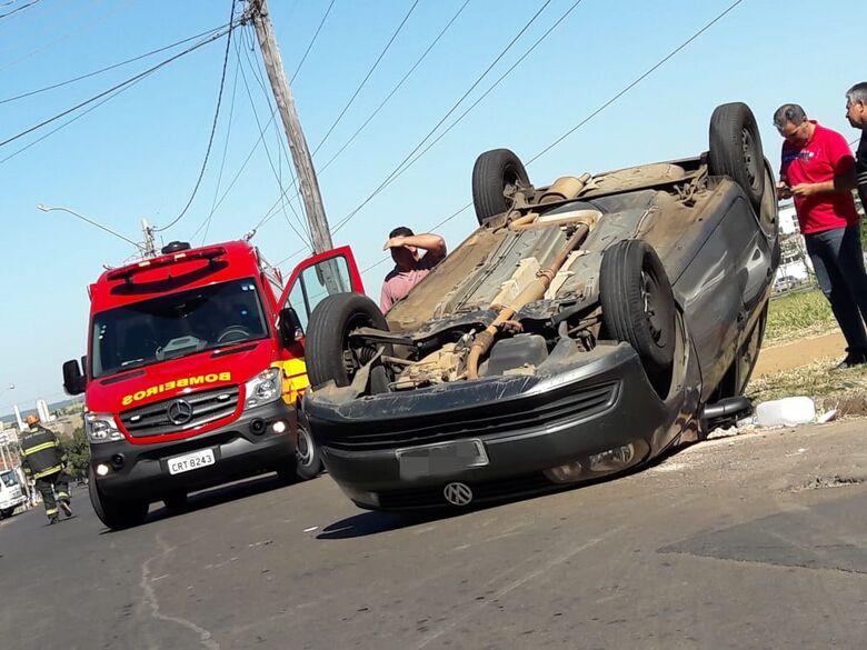 Motorista sofre mau súbito e Gol capota no Santa Felícia - Crédito: Maycon Maximino