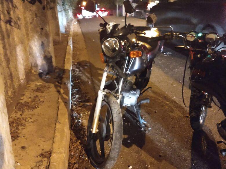 """Adolescente """"voa"""" cerca de 20 metros após moto bater em muro na """"curva do joinha"""" - Crédito: Luciano Lopes"""