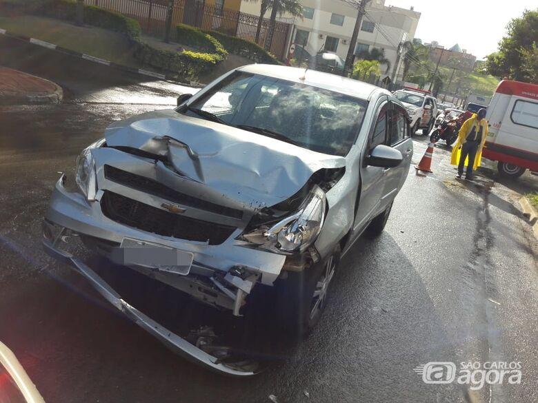 Colisão envolve três veículos e um motorista fica ferido - Crédito: Maycon Maximino