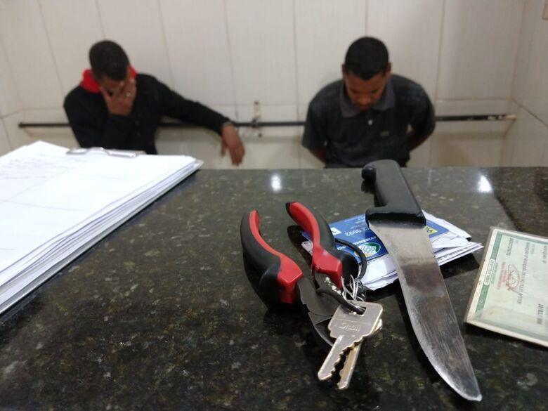 Dupla é flagrada tentando furtar fios de cobre da rede pública de energia em Ibaté - Crédito: Luciano Lopes