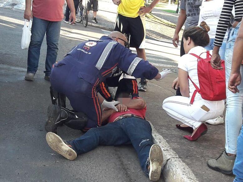 Ciclista atropela idoso na Avenida São Carlos - Crédito: Maycon Maximino