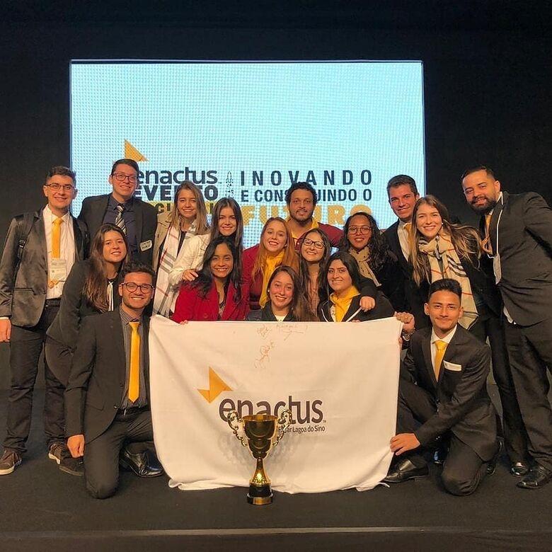 Time Enactus UFSCar Lagoa do Sino recebe prêmio Revelação do Ano - Crédito: Divulgação