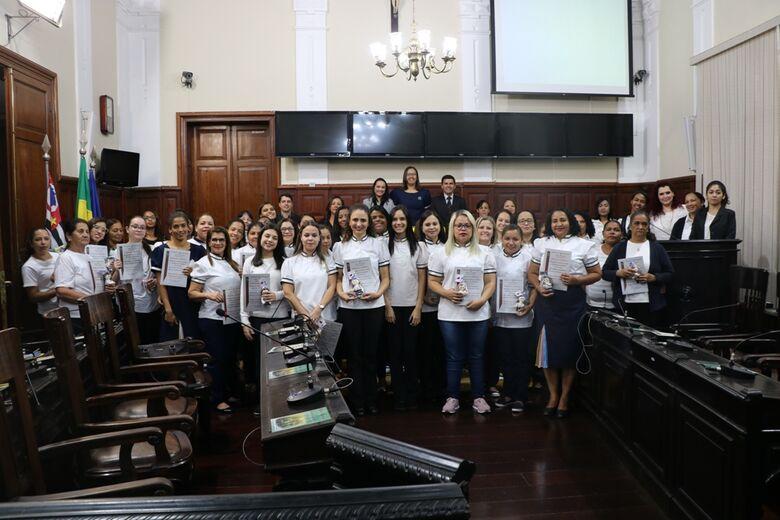 Voluntários da Escola Bíblica Infantil são homenageados pela Câmara Municipal - Crédito: Divulgação