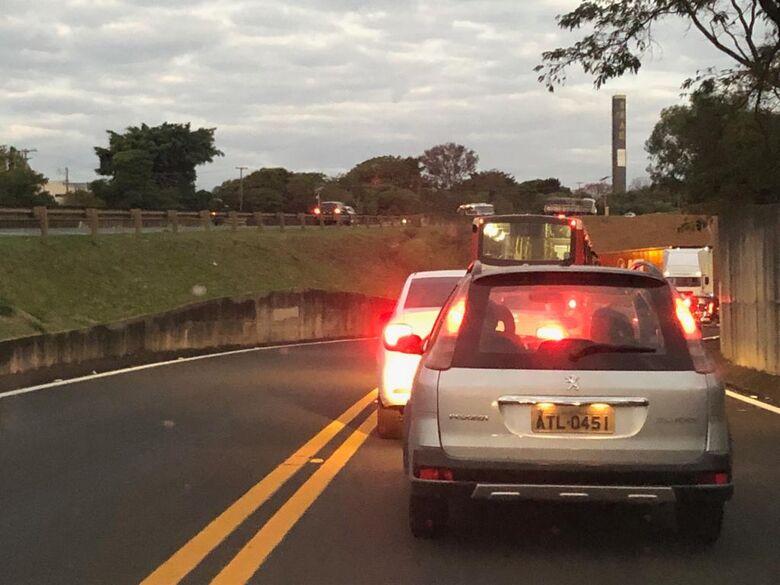 Interdição de pontilhão causa congestionamento na entrada do Fagá - Crédito: Colaborador/SCA