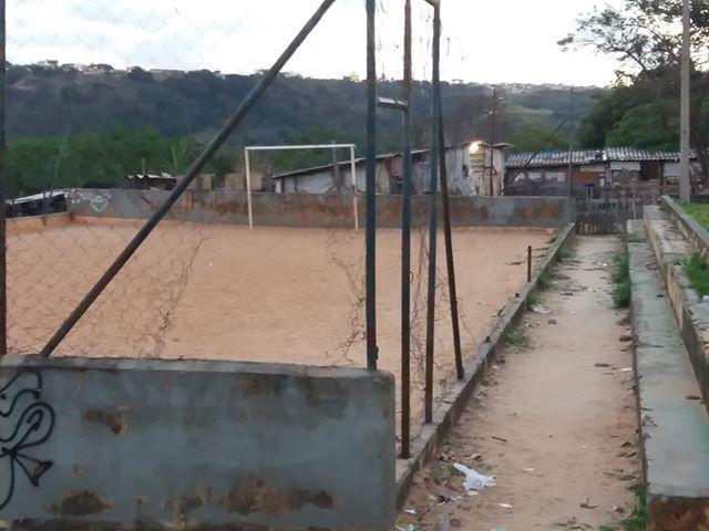 Praça abandonada é sinônimo de preocupação no Antenor Garcia - Crédito: Divulgação