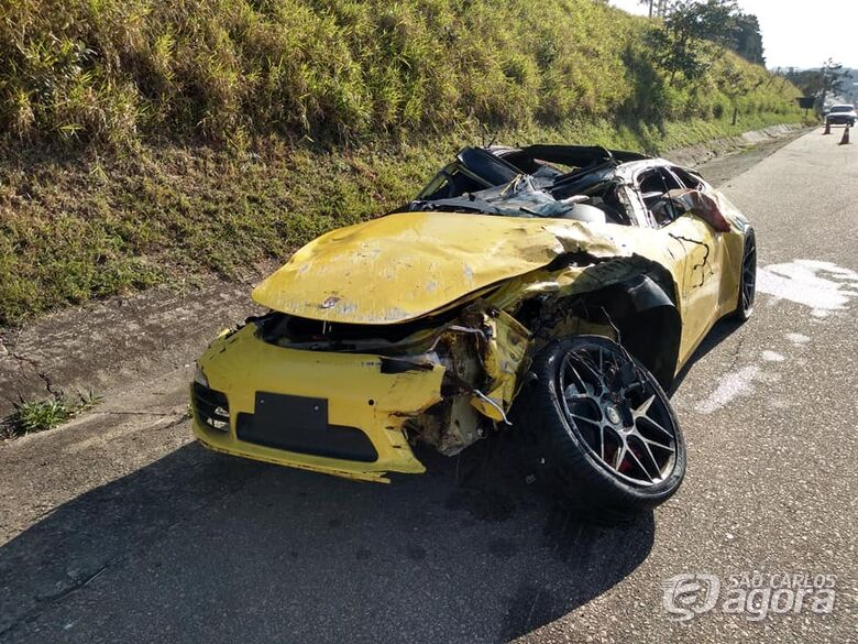 Mulher morre após Porsche atropelar vaca em rodovia no interior de SP - Crédito: Foto: Paulo Bernardino RTV Campinas