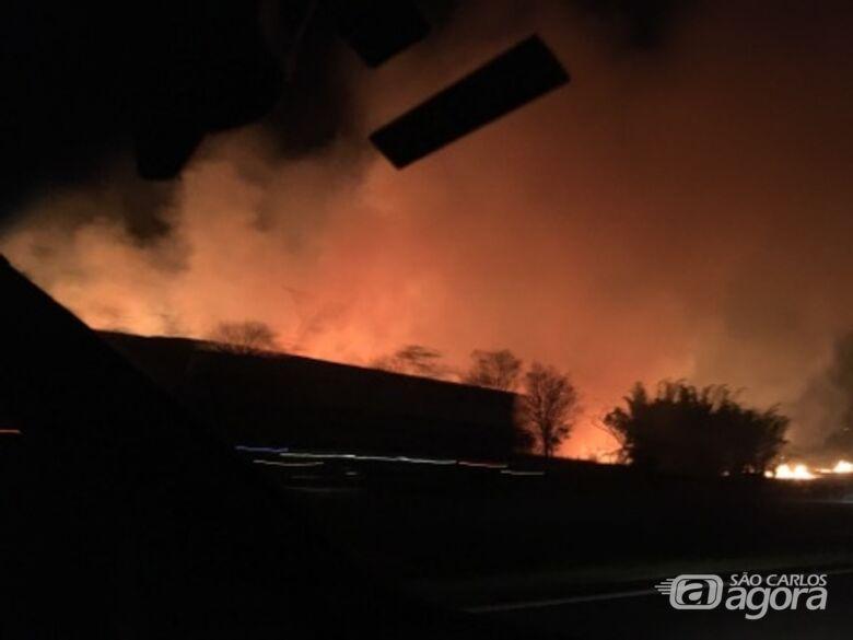 Grande incêndio assusta moradores de Araraquara -