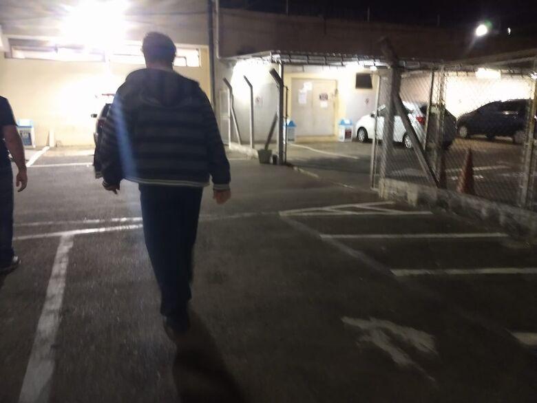 Homem é detido por porte ilegal de arma no Cruzeiro do Sul - Crédito: Luciano Lopes/São Carlos Agora