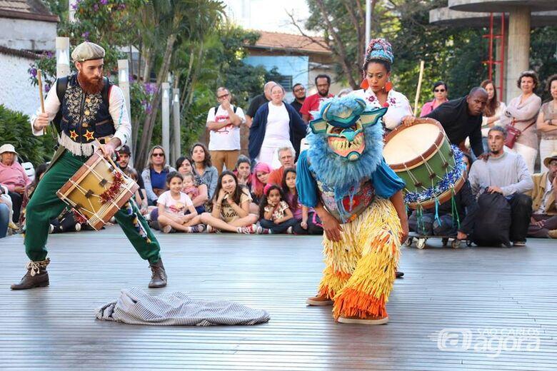 Espetáculo inspirado na Folia de Reis é atração no Sesc São Carlos - Crédito: Divulgação