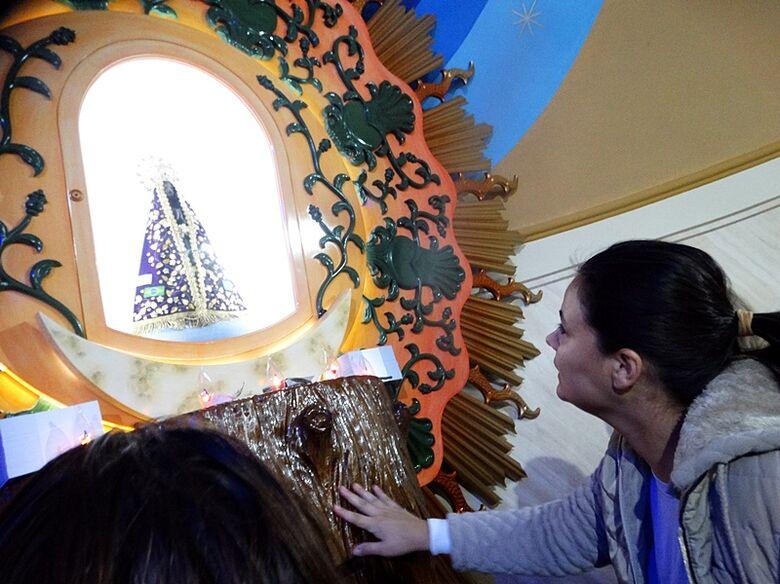 Aparecidinha recebe peregrinos; estimativa é de que 15 mil fieis visitem Santuário - Crédito: Marcos Escrivani