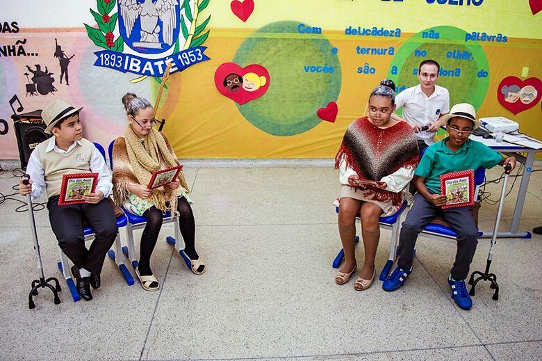 """Escola Municipal """"Julio B. Mendes"""" em Ibaté faz homenagem para o Dia Mundial do Rock e Dia dos Avós - Crédito: Divulgação"""