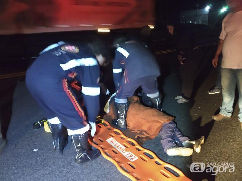 Carro atinge andarilho na Rodovia Deputado Vicente Botta - Crédito: Luciano Lopes/São Carlos Agora