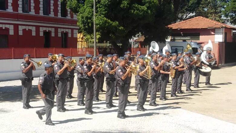 Banda da Polícia Militar se apresenta na Apae São Carlos - Crédito: Divulgação