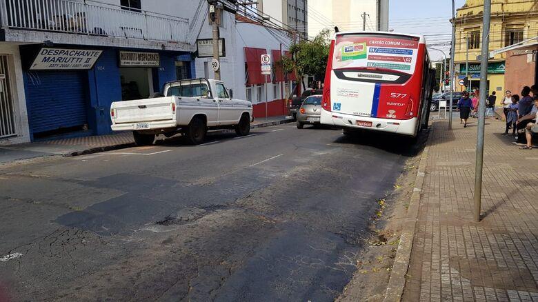 Prefeitura vai reconstruir pavimento de trechos da rua Dona Alexandrina -