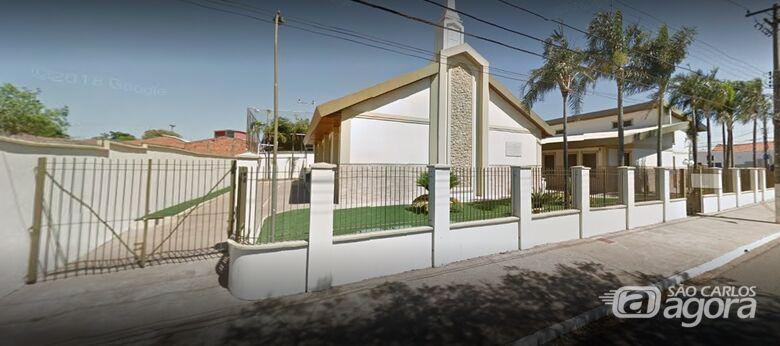 Ladrão furta 50 barras de alumínio usadas em para-raios de igreja Mórmon - Crédito: Google street view