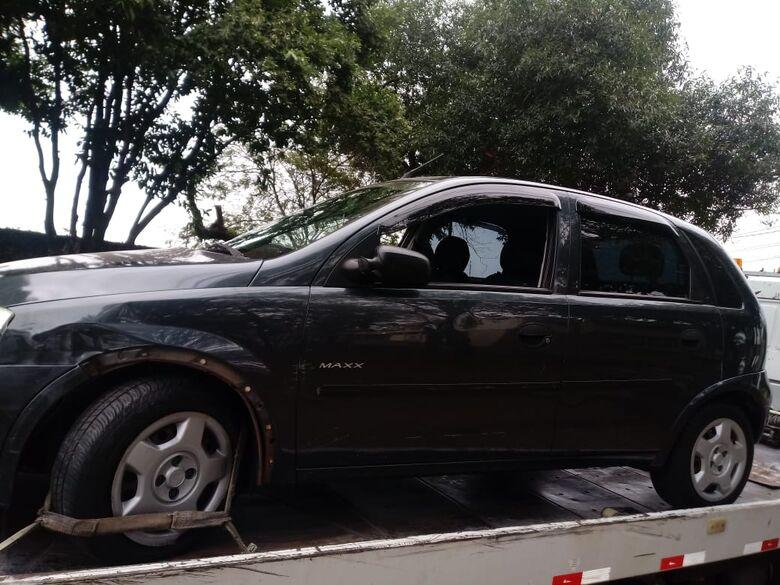 Motorista bate em carro e em portão, depois atropela homem e tenta fugir - Crédito: Luciano Lopes
