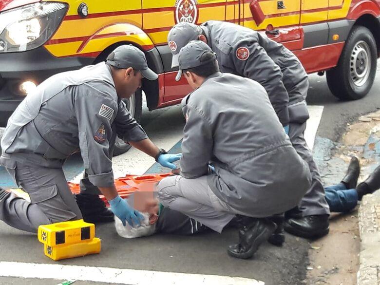 Médico aposentado é atropelado ao tentar atravessar rua - Crédito: Maycon Maximino