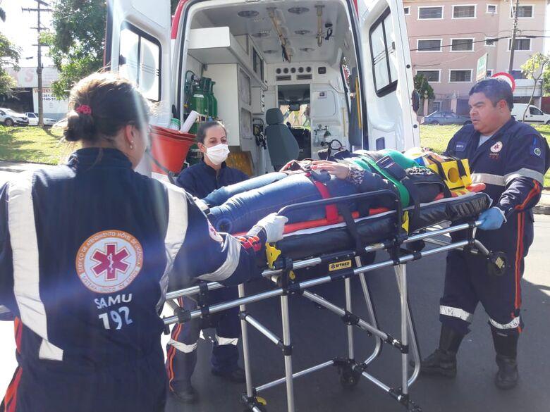Motorista não respeita sinalização e provoca acidente na Trabalhador São-carlense - Crédito: Maycon Maximino