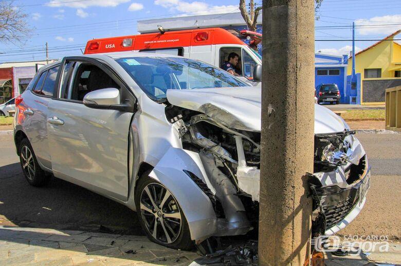 Motorista sofre convulsão ao volante e bate em poste - Crédito: Marco Lúcio