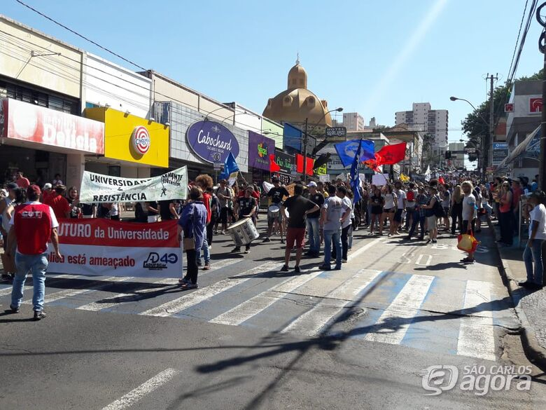 Universitários protestam contra os cortes na Educação em São Carlos - Crédito: Maycon Maximino