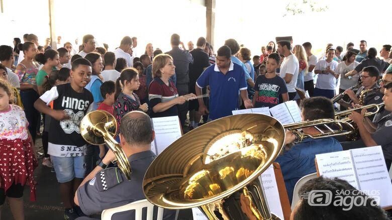 Apresentação da banda da Polícia Militar encanta alunos da Apae e Dom Gastão - Crédito: Divulgação