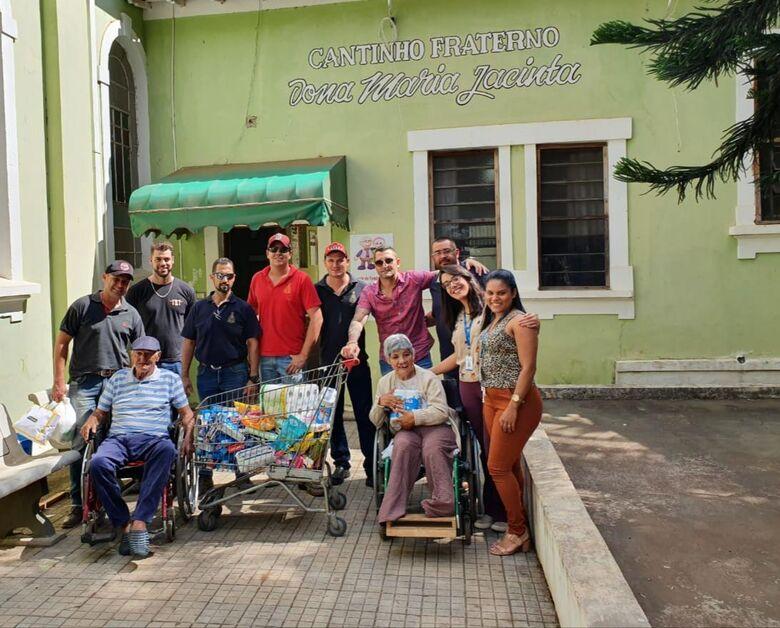 Comissão Paixão Sertaneja entrega produtos arrecadados em baile solidário - Crédito: Divulgação