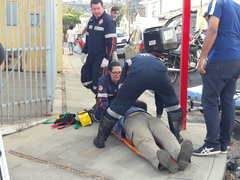 Motorista avança o 'pare' e atinge motociclista no Cidade Jardim - Crédito: Maycon Maximino