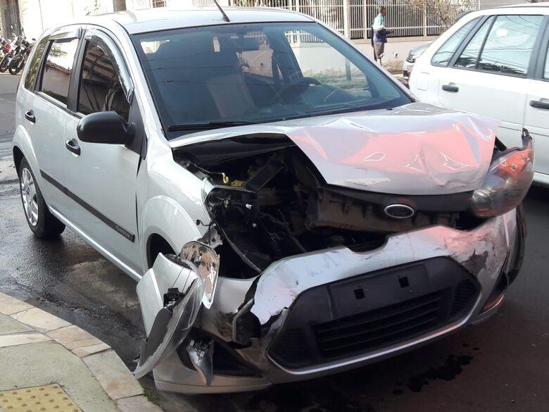 Desrespeito a sinalização causa acidente; gestante é socorrida pelo Samu - Crédito: Maycon Maximino
