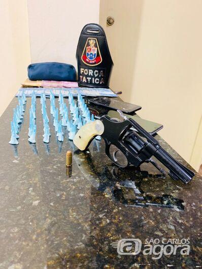 Força Tática apreende arma de fogo, notas falsas e entorpecentes - Crédito: Divulgação