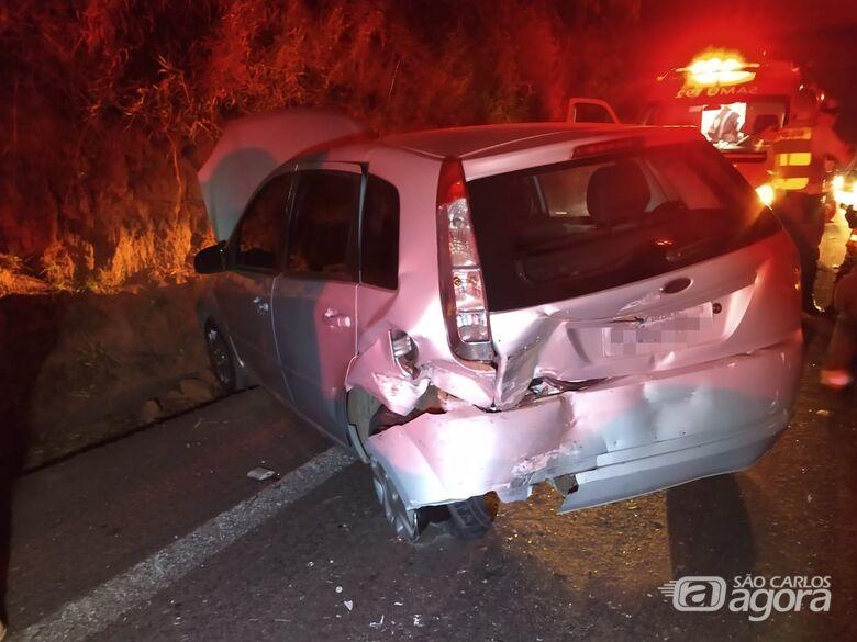 Colisão entre dois carros deixa quatro pessoas feridas em alça de acesso da Washington Luiz - Crédito: Luciano Lopes