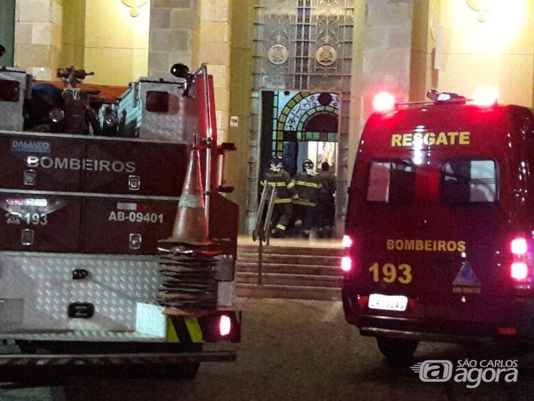 Curto circuito causa princípio de incêndio na catedral - Crédito: São Carlos Agora