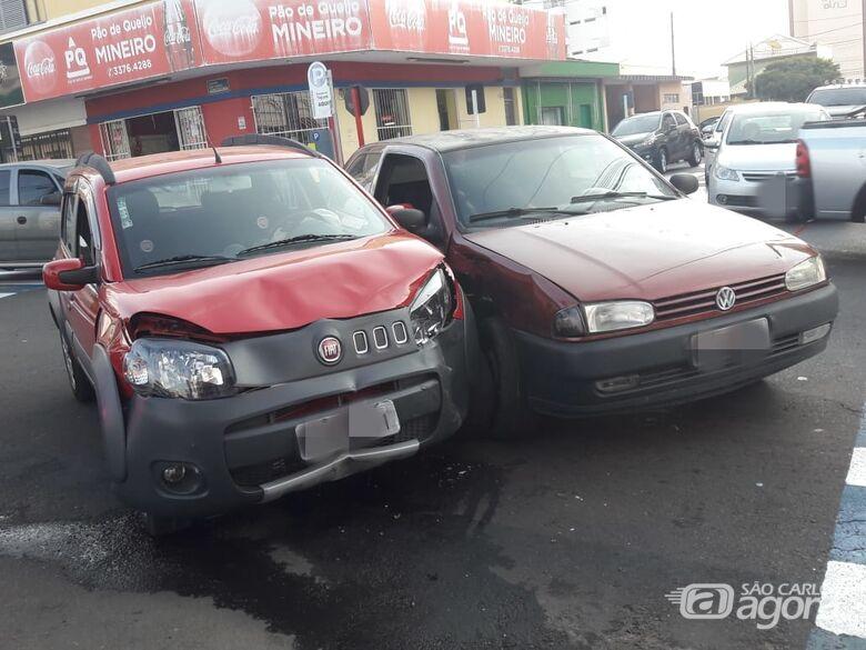 Gestante fica ferida após colisão no centro - Crédito: Maycon Maximino