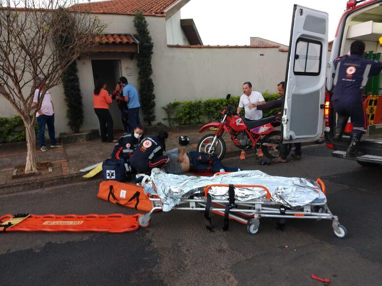 Motociclista sofre ferimento gravíssimo após ser atingido por caminhonete - Crédito: Luciano Lopes