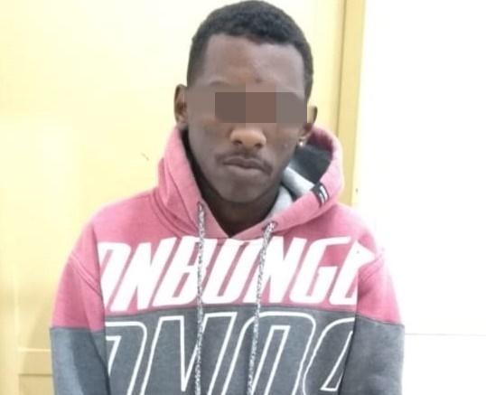 Após tentar a fuga, suspeito é detido pela PM - Crédito: Divulgação