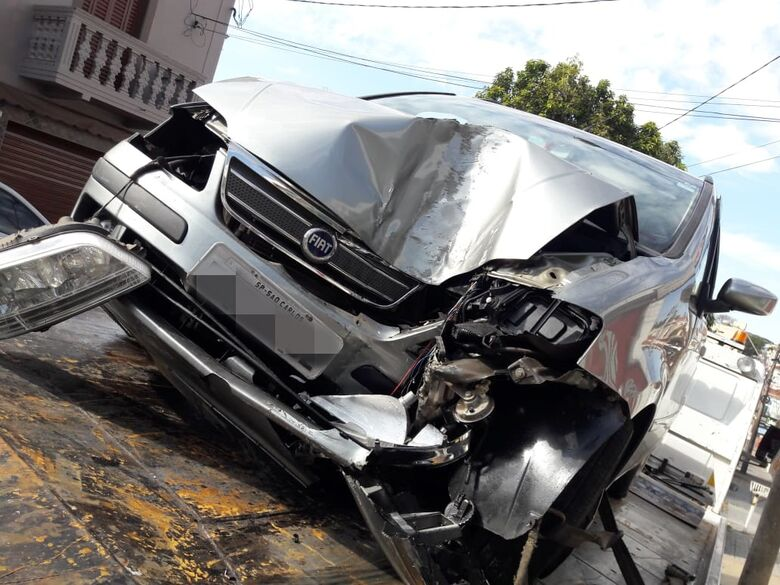 Ladrão furta veículo, se envolve em acidente e fratura o joelho - Crédito: Maycon Maximino